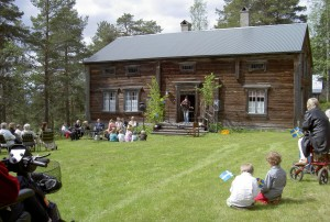 Mikael Nordström sjöng och spelade vackra visor